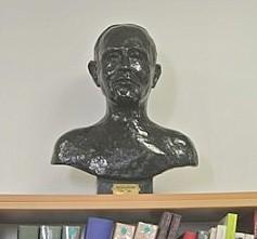 Lapeyre buste